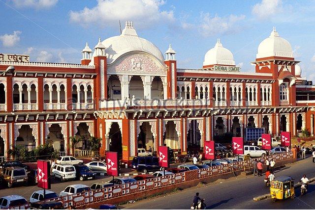 egmore-railway-station-in-madras-chennai-tamil-nadu-india-ffytbn
