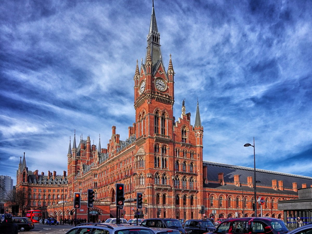 first-up-kings-crossst-pancras-the-second-busiest-tube-station-in-london-it-is-known-for-the-beauty-of-the-station-above-ground